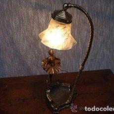 Antigüedades: LAMPARA BRONCE SOBREMESA CON BAILARINA, TULIPA Y BRAZO REGULABLE. Lote 145001058