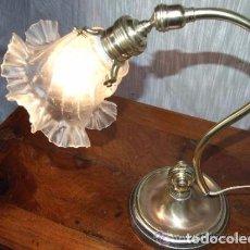 Antigüedades: LAMPARA SOBREMESA TULIPA REGULABLE. Lote 145017606