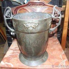 Antigüedades: JARRON MODERNISTA EN BRONCE. Lote 145017926
