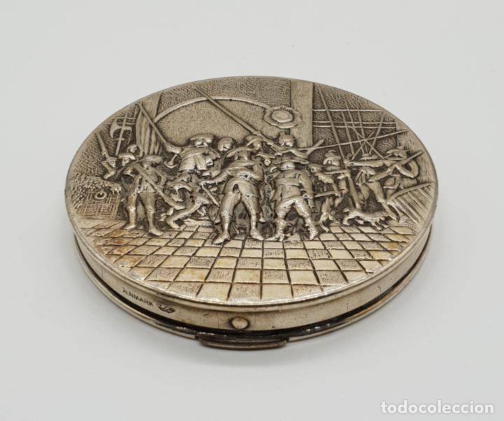 Antigüedades: Polvera antigua Danesa en plata de ley bellamente repujada con motivo renacentista cincelado a mano - Foto 4 - 145112754