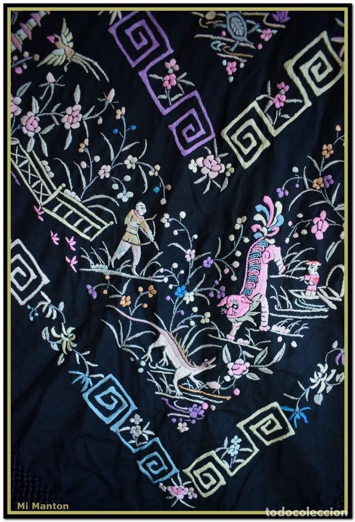 Antigüedades: Mi Manton. Manton de Manila antiguo. raro cantones de chinos tonos rosaceos, azules, y lila - Foto 5 - 145132718