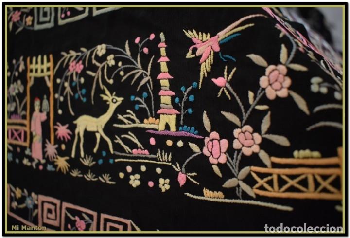 Antigüedades: Mi Manton. Manton de Manila antiguo. raro cantones de chinos tonos rosaceos, azules, y lila - Foto 10 - 145132718