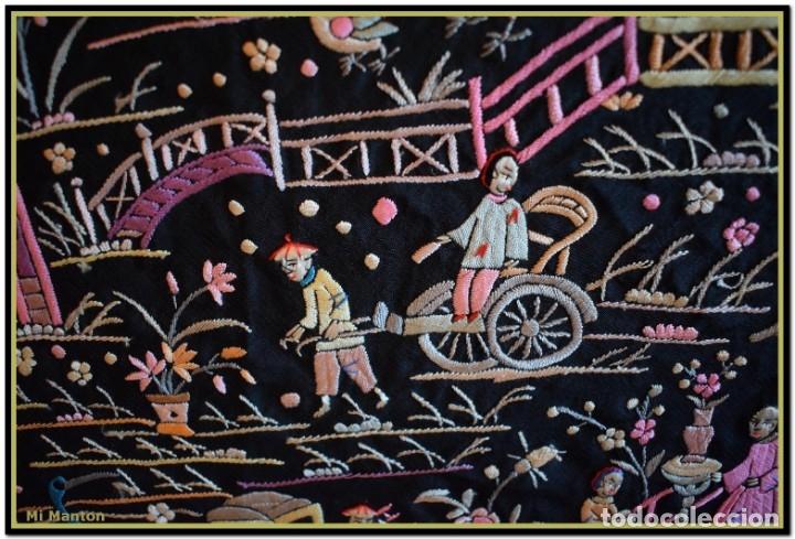 Antigüedades: Mi Manton. Manton de Manila antiguo. raro cantones de chinos tonos rosaceos, azules, y lila - Foto 12 - 145132718