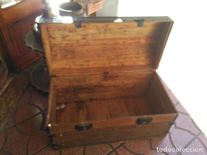 ANTIGUO BAUL DE AJUAR SIGLO XIX RARO CONSERVA PATAS AUXILIARES PARA ELEVARLO DEL SUELO 430,00 € (Antigüedades - Muebles Antiguos - Baúles Antiguos)