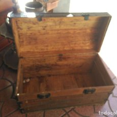 Antigüedades: ANTIGUO BAUL DE AJUAR SIGLO XIX RARO CONSERVA PATAS AUXILIARES PARA ELEVARLO DEL SUELO 430,00 €. Lote 145133434