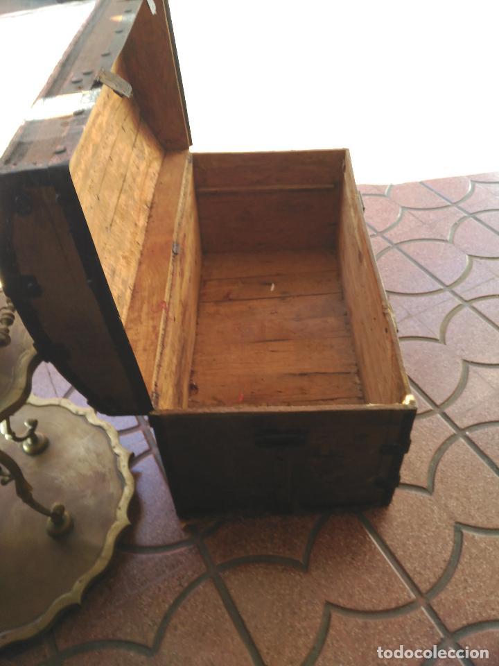 Antigüedades: ANTIGUO BAUL DE AJUAR SIGLO XIX RARO CONSERVA PATAS AUXILIARES PARA ELEVARLO DEL SUELO 430,00 € - Foto 3 - 145133434