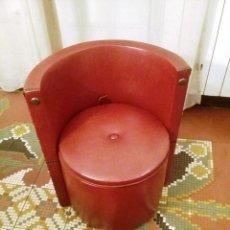 Antigüedades: PEQUEÑA BUTACA-BAÚL AÑOS 60. Lote 145154106