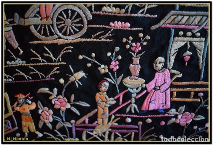 Antigüedades: Mi Manton. Manton de Manila antiguo. raro cantones de chinos tonos rosaceos, azules, y lila - Foto 3 - 145132718