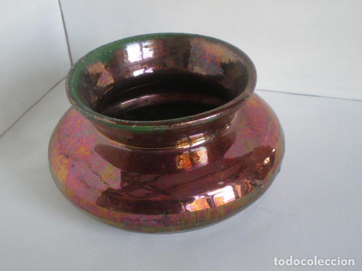 ANTIGUO ESCUPIDOR CERAMICA DE REFLEJOS METALICOS TRIANA PP. SG XX // JARRON VASIJA MACETERO (Antigüedades - Porcelanas y Cerámicas - Triana)