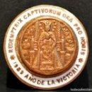 Antigüedades: INSIGNIA RELIGIOSA AGUJA FALANGE ESPAÑA 1939 AÑO DE LA VICTORIA REDEMPTIX CAPTIVORUM ORA PRO NOBIS. Lote 48279567
