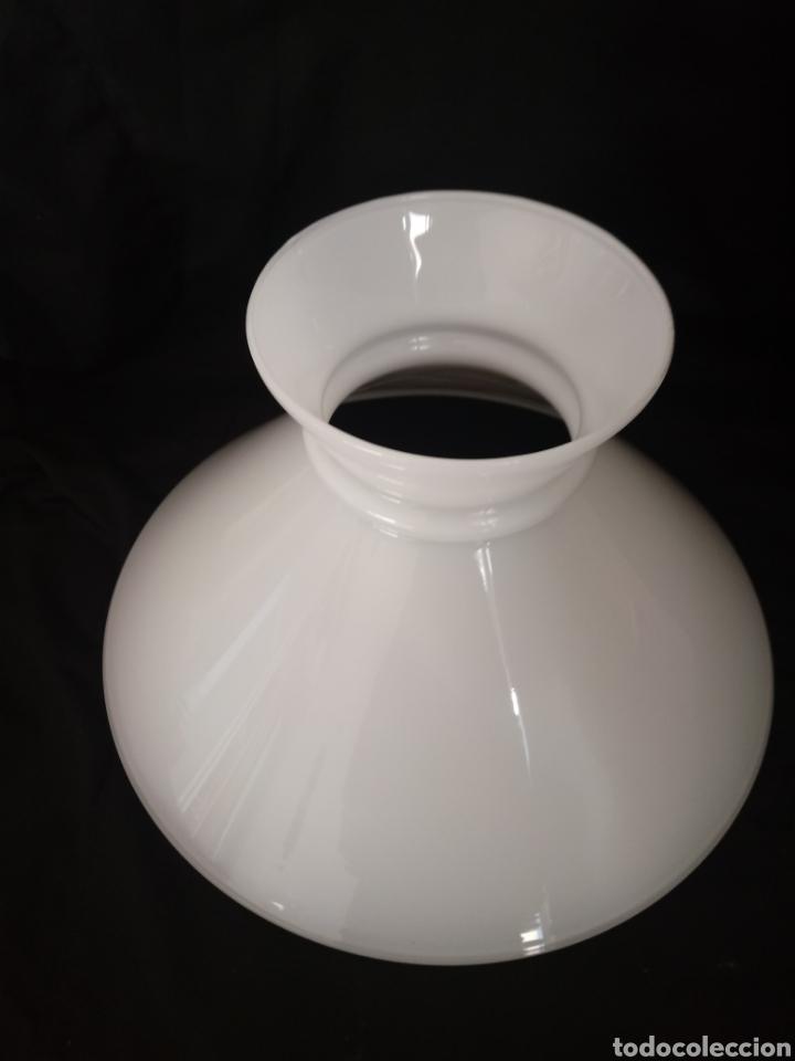 Antigüedades: Lámpara de techo tipo quinqué. Tulipa de opalina - Foto 9 - 145230421