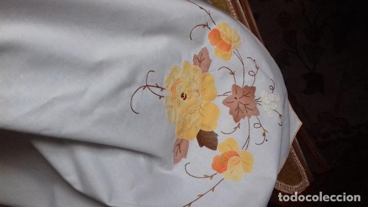 Antigüedades: BONTO MANTEL BORDADO DE TELA SOBREPUESTA. - Foto 11 - 145240890