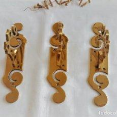 Antigüedades: F 2248 3 SOPORTES PARA CORTINAS DE BRONCE MAZIZO MODERNISTA. Lote 145293542