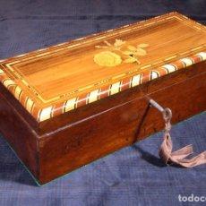Antigüedades: ANTIGUA CAJA DE MADERA DE PALISANDRO CON ADORNOS DE MARQUETERÍA. R660445. Lote 145296722