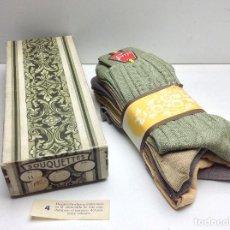 Antigüedades: ANTIGUA CAJA DE CALCETINES COMPLETA MARCA FERRYS - SOUQUETTES - RESTO DE MERCERIA AÑOS 50. Lote 145361786