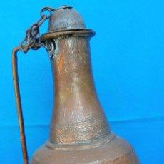Antigüedades: ACEITERA DE COBRE MUDÉJAR S. XVI. 59 CMS DE ALTO. MUY BIEN ELABORADA, TALLADA Y EN BUEN ESTADO. Lote 145372322