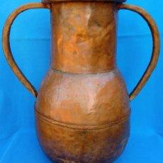 Antigüedades: ÁNFORA DE COBRE MUDÉJAR S. XVI. 44 CMS DE ALTO. MUY BIEN ELABORADA, TALLADA Y EN BUEN ESTADO.. Lote 145373586