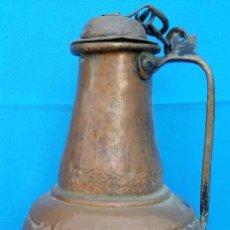 Antigüedades: ACEITERA DE COBRE MUDÉJAR S. XVI. 42 CMS DE ALTO. MUY BIEN ELABORADA, TALLADA Y EN BUEN ESTADO.. Lote 145374670