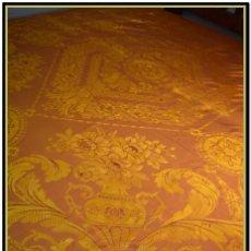 Antigüedades: MARAVILLOSA COLCHA ART DECÓ AÑOS 20 EN TONO ASALMONADO CON EFECTO TORNASOLADO ROSADO . Lote 145405646