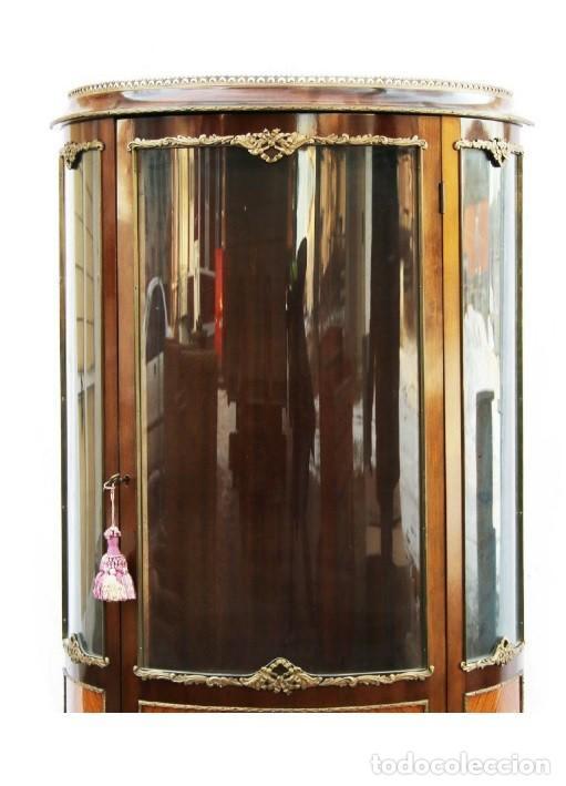 Antigüedades: Antigua ,elegante vitrina francesa , de madera con cristal concavo LUIS XVI - Foto 2 - 145407866