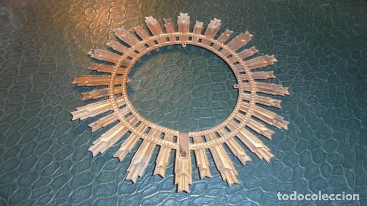 Antigüedades: ANTIGUA CORONA DE METAL PARA UN SANTO O UNA VIRGEN 14,5 CM. - Foto 2 - 145522078