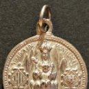 Antigüedades: ANTIGUA MEDALLA EN ALPACA NUESTRA SEÑORA DE MONTSERRAT Y SAGRADO CORAZÓN DE JESÚS. Lote 71578967