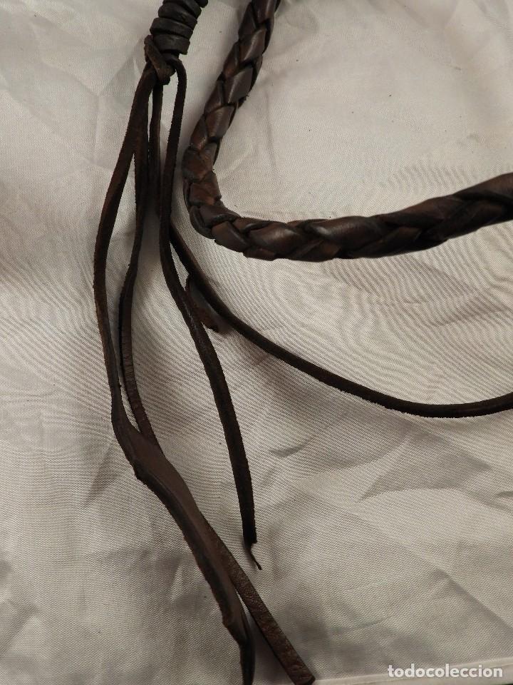 Antigüedades: LATIGO DE PIEL CON BONITO TRENZADO - Foto 5 - 145549338