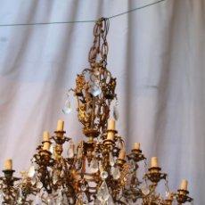 Oggetti Antichi: LAMPARA DE TECHO EN BRONCE CON ANGELES Y CRISTAL DE ROCA. Lote 145557318