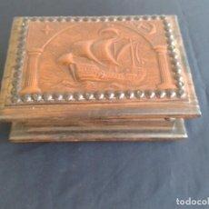 Antigüedades: CAJA CON BARCO EN PIEL REPUJADA. Lote 145577710