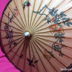 Antigüedades: SOMBRILLA JAPONESA, ASIÁTICA, VINTAGE. PAPEL , MADERA , PINTADA A MANO.. Lote 145619549