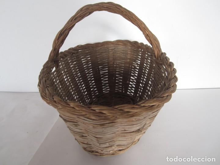 Antigüedades: Antiguo cesto de mimbre catalan, para recoger fruta - Foto 3 - 145620278