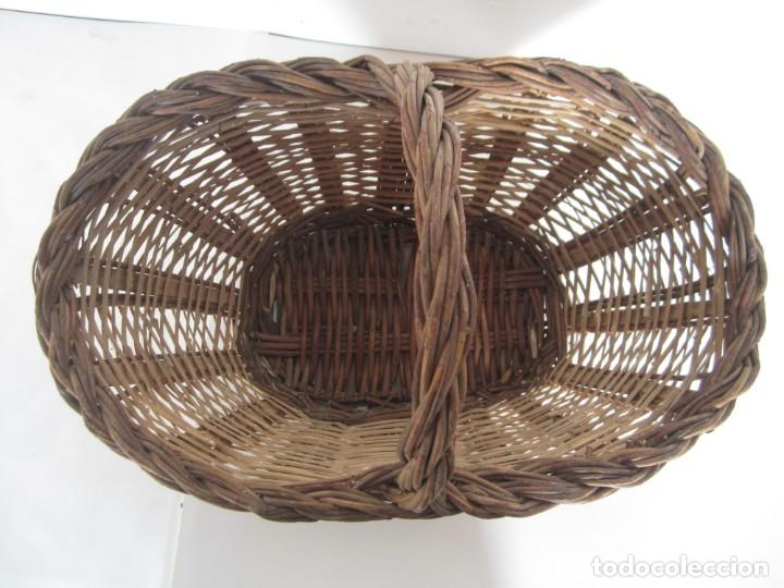 Antigüedades: Antiguo cesto de mimbre catalan, para recoger fruta - Foto 2 - 145620546