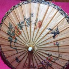 Antigüedades: SOMBRILLA JAPONESA, ASIÁTICA. PAPEL, MADERA, PINTADA A MANO.. Lote 145622714
