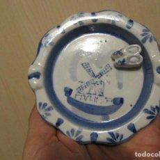 Antigüedades: ANTIGUO CENICERO EN PORCELANA DELFT ( HOLANDESA ), CON ZUECOS EN RELIEVE.. Lote 145663442