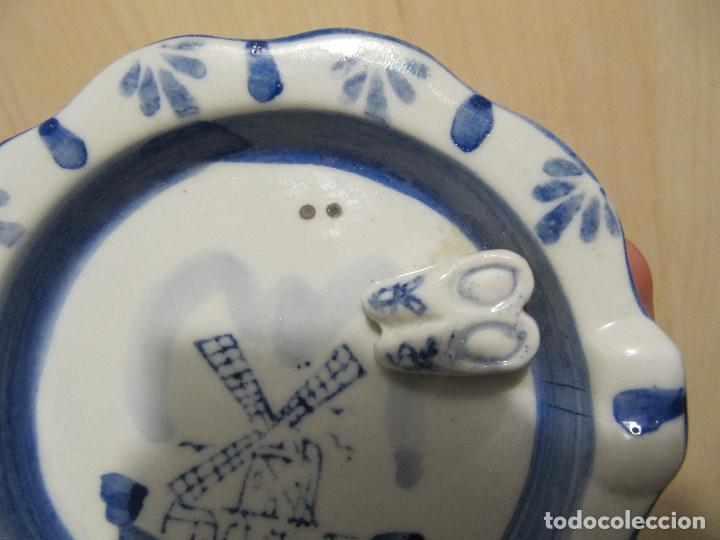 Antigüedades: Antiguo cenicero en porcelana DELFT ( Holandesa ), con zuecos en relieve. - Foto 2 - 145663442