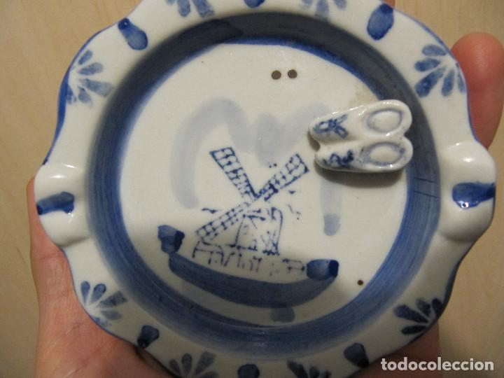 Antigüedades: Antiguo cenicero en porcelana DELFT ( Holandesa ), con zuecos en relieve. - Foto 5 - 145663442