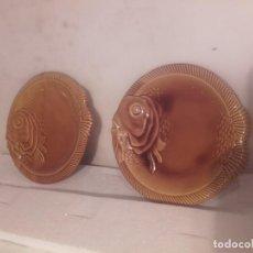 Antigüedades: PLATOS PAREJA DE PLATOS DE SAN CLAUDIO. Lote 145745506