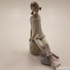 Antigüedades: FIGURA LLADRÓ DE PORCELANA POLICROMADA, (SELLO). Lote 145747454