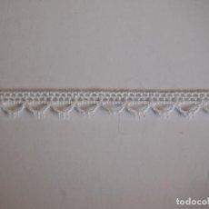 Antigüedades: ANTIGUA PUNTILLA 3 METROS, 1 CM DE ANCHO. BLANCO. Lote 145753030