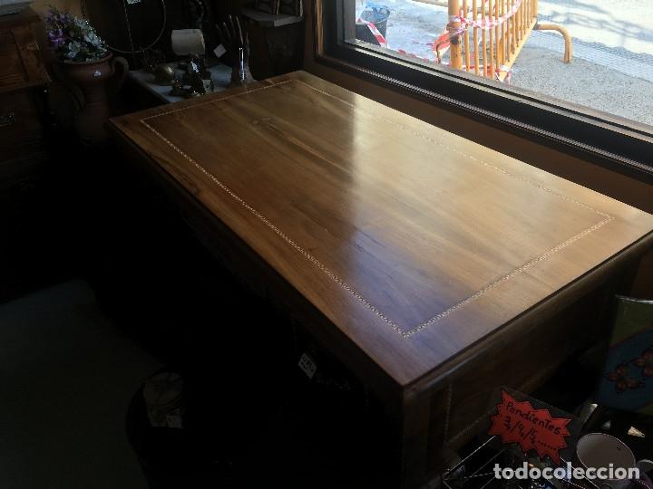 Antigüedades: Mesa antigua de despacho o escritorio. Madera maciza nogal español. 3 cajones. Medida 129x70x 80 - Foto 9 - 30403528