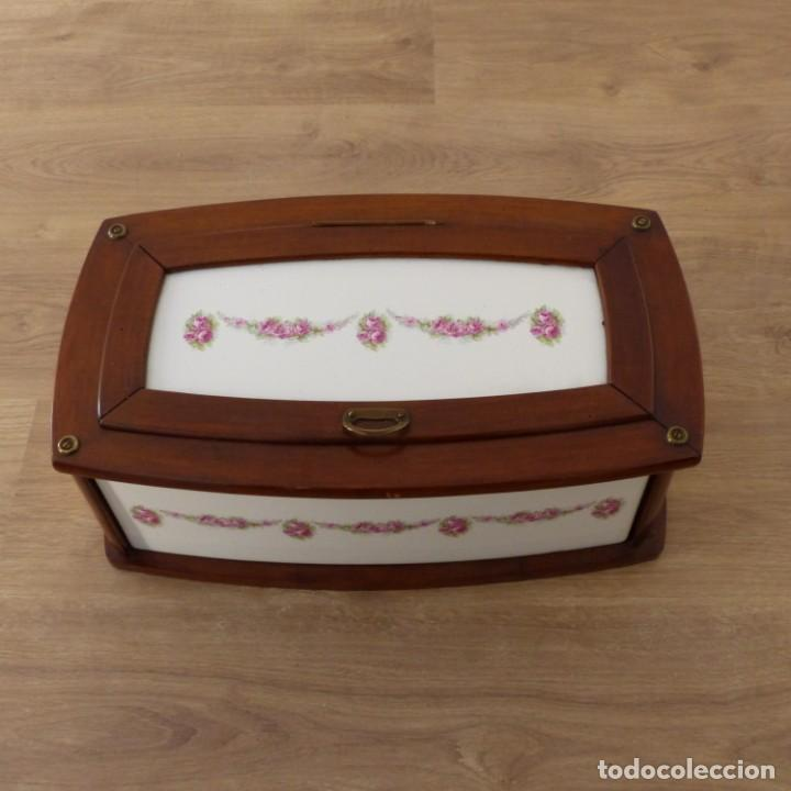 Antigüedades: Antigua panera de cerámica y madera. Alemania 1900 - 1920 - Foto 10 - 145804594