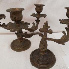 Antigüedades: PAREJA DE CANDELABROS EN BRONCE FRANCESES.. Lote 145809298