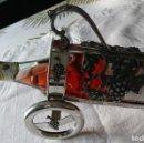 Antigüedades: BONITO PORTA BOTELLAS DE PELTRE . Lote 145841390