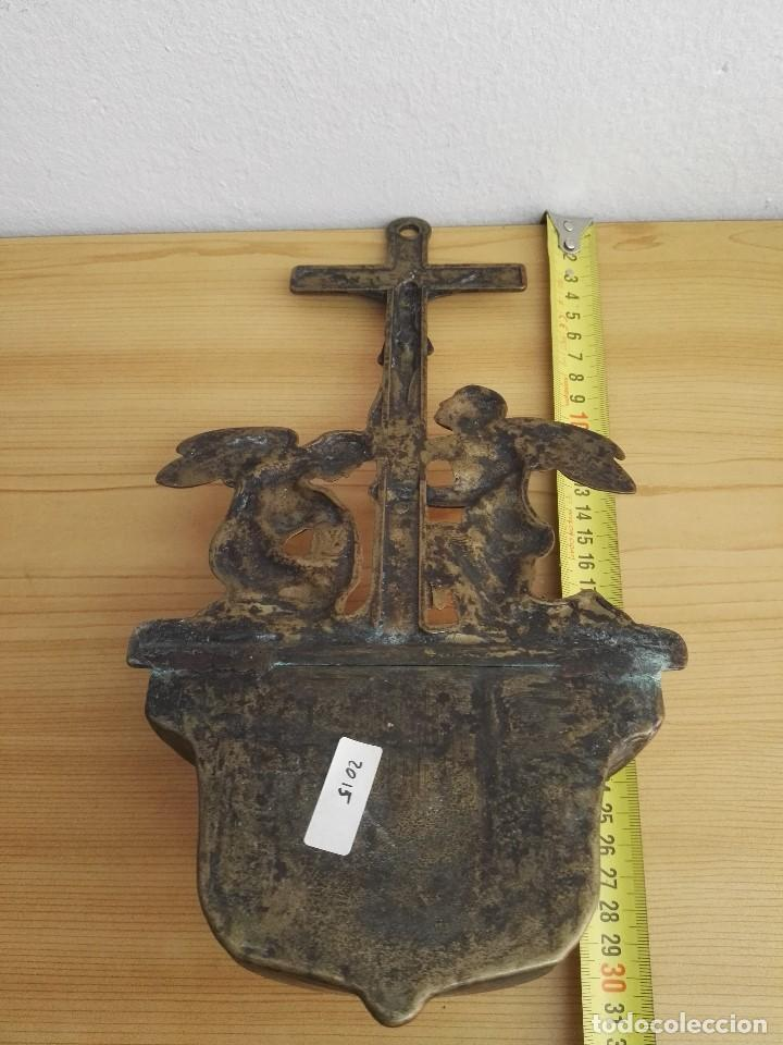 Antigüedades: Pila Benditera de crucifijo con angeles de bronce - Foto 5 - 145857970