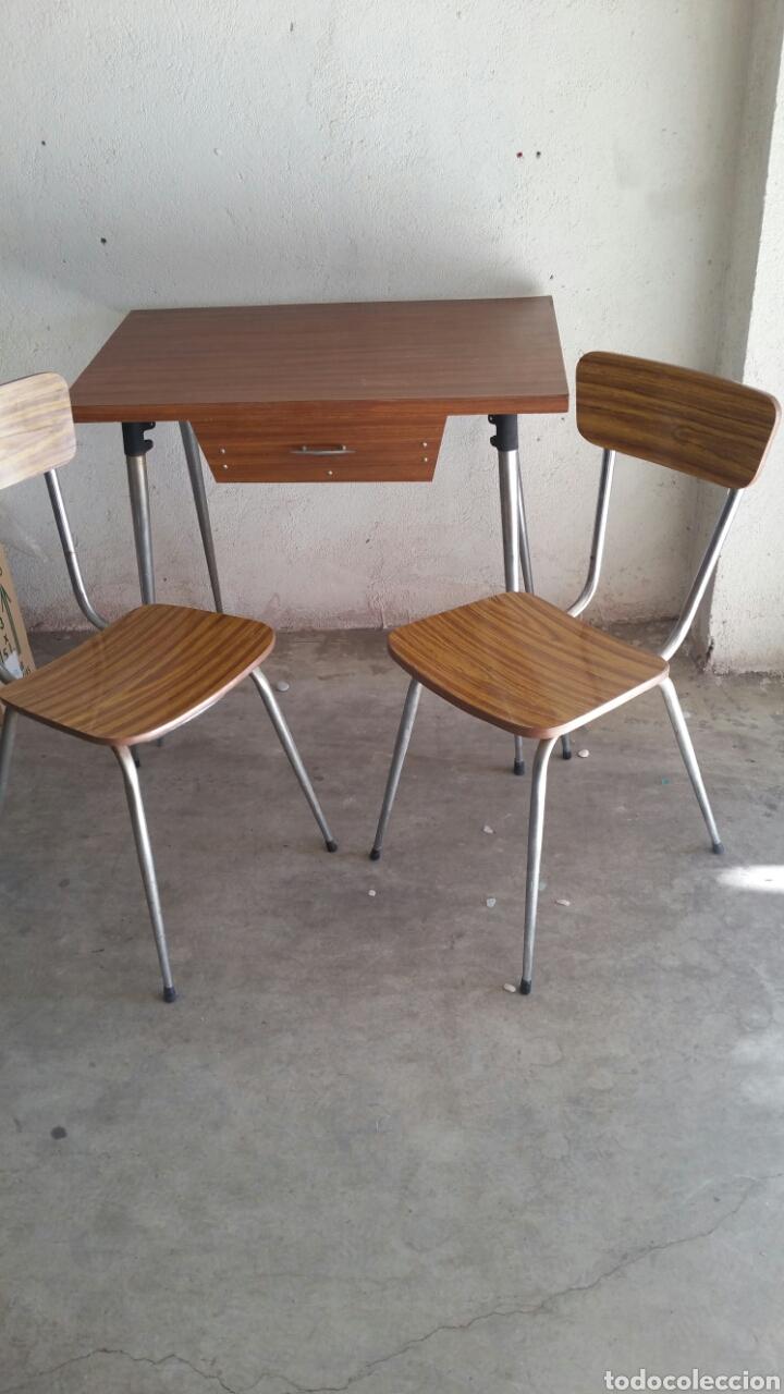 lote de mesa, sillas y taburete de cocina - Kaufen Antike Tische in ...