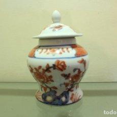 Antigüedades: POTE PORCELANA CHINA FLORAL Y MARIPOSAS ESTILO SAMURAI XX 15 CM. Lote 145916382