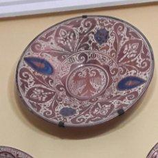 Antigüedades: PLATO DE REFLEJOS METÁLICOS. Lote 145990150