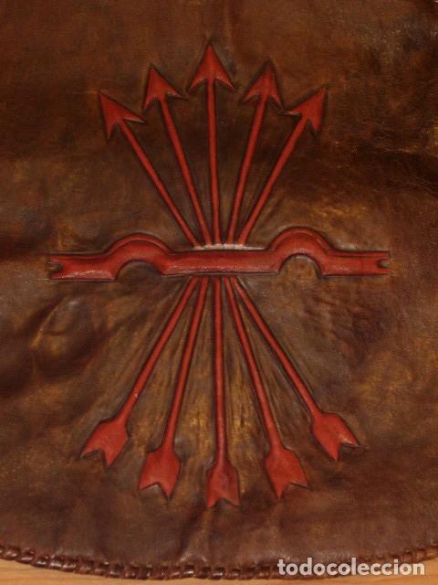 Antigüedades: BOLSO DE LA FALANGE ESPAÑOLA,AÑOS 40 - 50.PRECIOSOS DIBUJOS DE PRENSA EN RELIEVE.LEER DESCRIPCION. - Foto 12 - 146004434