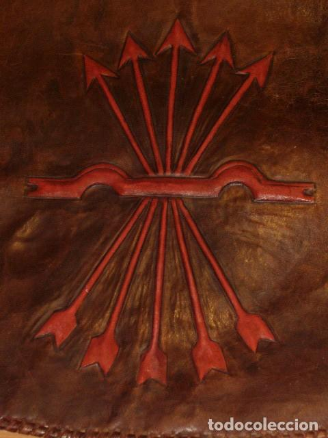 Antigüedades: BOLSO DE LA FALANGE ESPAÑOLA,AÑOS 40 - 50.PRECIOSOS DIBUJOS DE PRENSA EN RELIEVE.LEER DESCRIPCION. - Foto 13 - 146004434