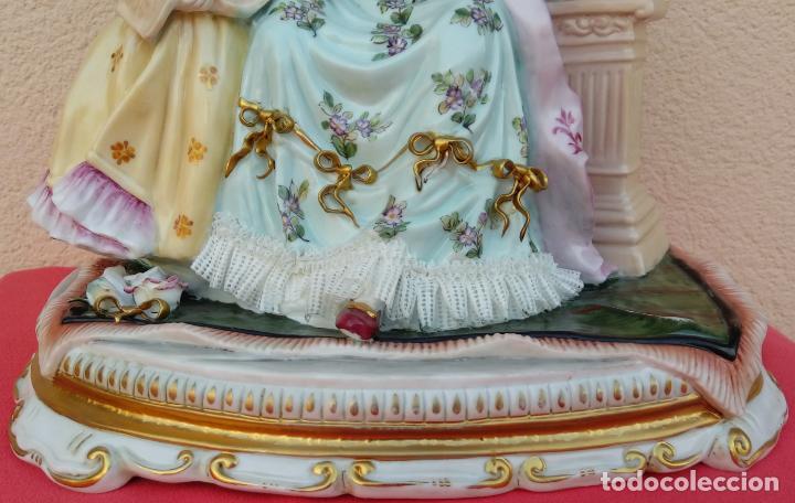 Antigüedades: PORCELANA MEISSEN, FINALES. XIX. REPRESENTA UNA DAMA CON UNA NIÑA TOCANDO EL LAÚD. 35 CMS ALTO. - Foto 8 - 146037770